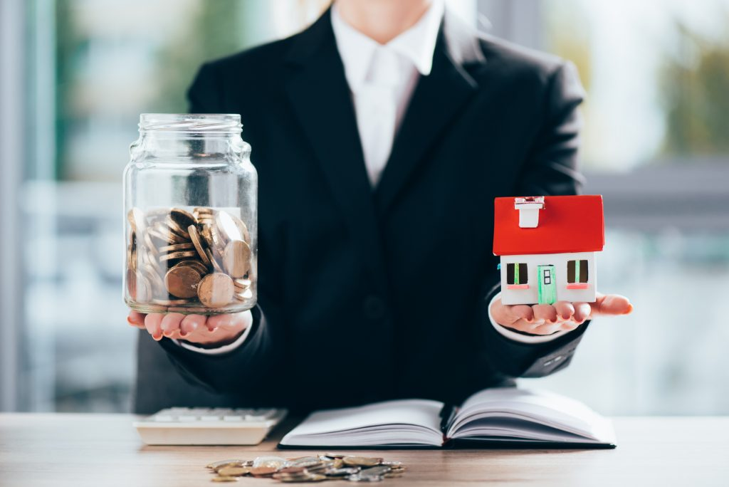 Megéri-e 2021-ben ingatlanba fektetni a pénzünket?