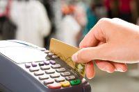 Milyen költségekkel jár egy hitelkártya?